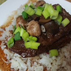 Lose Baby Weight-Slow cooked Beef Cheeks With Cauliflower Mash