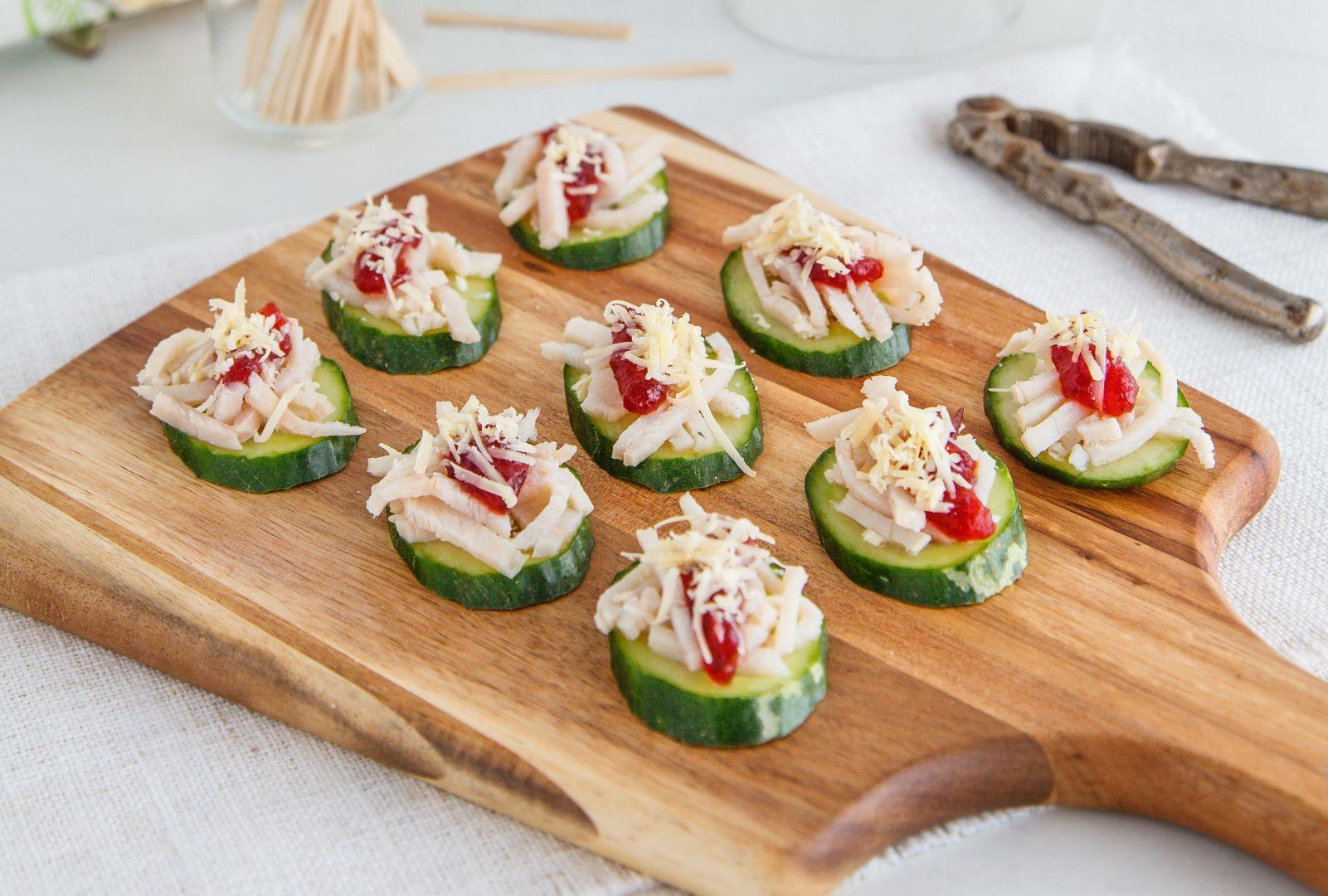 CucumberSmoresWithTurkey,Parmesan&CranberrySauce-1010